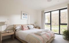 une chambre moderne minimaliste design élégant location de vacances cornwall
