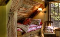 aménagement chambre sous toit en bois