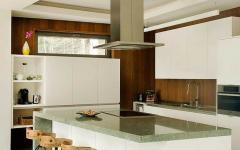 comptoir cuisine en blanc ouverte chalet en bois
