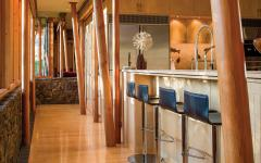 intérieur en bois rustique poli