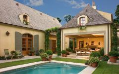 jardin arrière piscine patio terrasse verte