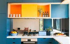 idées déco placards cuisine en couleurs