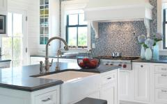 cuisine au design en blanc et mosaïque sympa