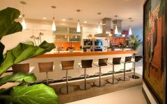 grande cuisine ouverte en marbre