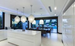 cuisine aménagements design blanc villa à louer marbella