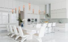 salle à manger et cuisine spacieuses
