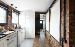 cuisine aux murs en briques aspect industriel