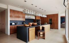 cuisine aménagée bois acajou placards