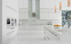 cuisine aménagée placards en blanc
