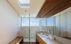 salle de bains moderne avec vue sur la plage