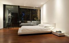 ameublement minimaliste spartiate balcon chambre