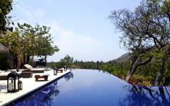 la piscine de débordement de la maison familiale