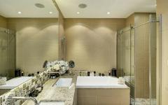 salle de bains baignoire et cabine de douche