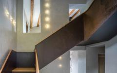 Intérieur simple et moderne de cette maison ancienne rénovée