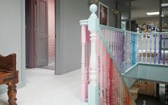 escalier d'intérieur déco colorée