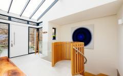 intérieur design moderne clair lumière maison à louer