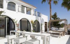 terrasse splendide d'une villa de luxe sur la côte