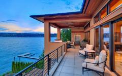 balcon sympa avec vue sur le lac