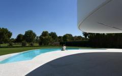 piscine extérieure design luxe