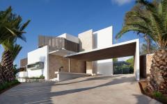 entrée principale et façade maison d'architecte contemporaine
