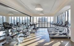 équipement moderne salle de fitness appartement de standing
