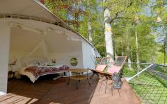 intérieur tente dans les arbres vacances écolo