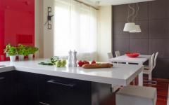 spacieuse et grande cuisine aménagée