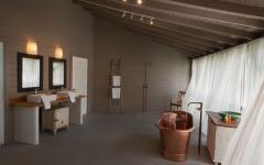 salle de bain design philippe starck luxe villa à louer de vacances