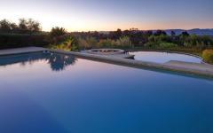 énorme piscine extérieure luxe