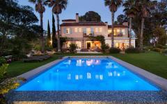 grande piscine extérieure exotique californie