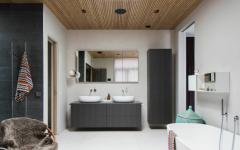 grande spacieuse salle de bains rustique