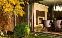 jardin intérieur espace outdoor baie vitrée salle à manger design