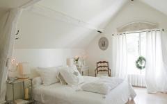 Chambre des parents au design romantique blanc