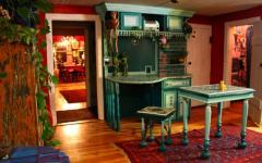 intérieur à la décoration multicolore résidence de campagne