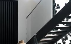 escalier noir et blanc maison citadine classe