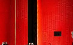 intérieur design moderne toilettes en rouge