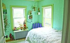 Chambre à coucher déco en vert vue sur le lac