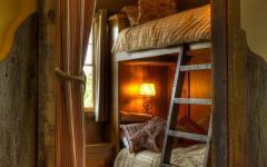 chalet rustique chambre d'enfant sous le toit