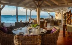 vue paradisiaque sur la plage restaurant