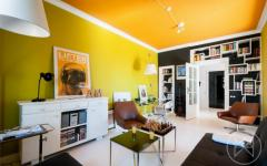 séjour blanc orange jaune appartement moderne