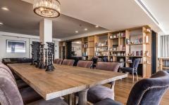 grande salle à manger table en bois massif