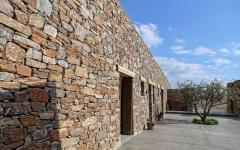 maison rustique en pierre ile grecque vue mer