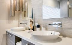 salle de bain douche et baignoire moderne