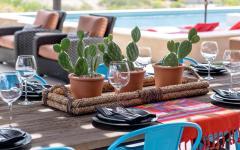 décoration de table manger dehors jardin piscine
