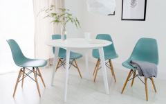 aménagement salle à manger simple stylé chaises eames