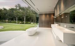 salle de bains unique vue vers bois