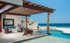 piscine à débordement privée vue sur l'océan