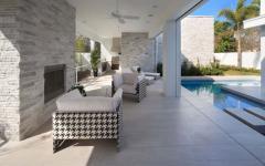 Terrasse couverte de cette belle demeure moderne