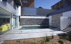 petite piscine maison de ville vue sur mer