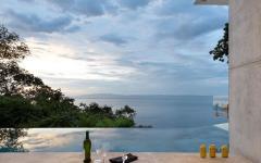 piscine design à débordement luxe villa